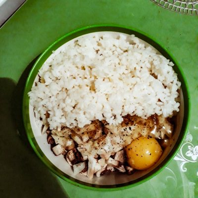 Фото рецепта - Свиные тефтели с рисом и шампиньонами - шаг 3