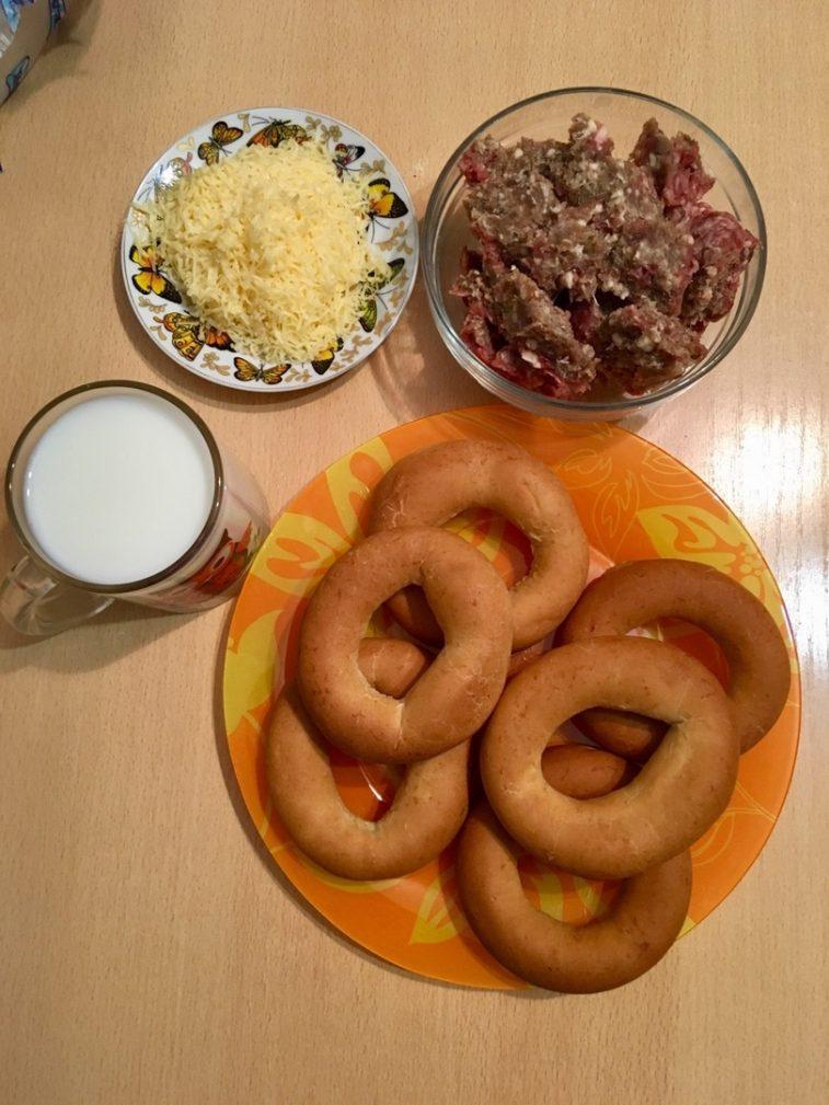 Фото рецепта - Бублики в молоке, фаршированные свино-говяжим фаршем - шаг 1