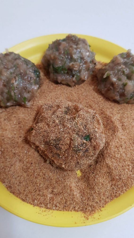 Фото рецепта - Куриные котлеты с грибами - шаг 3