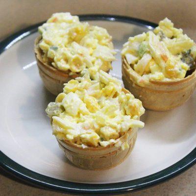 Салат со снежным крабом в тарталетках - рецепт с фото