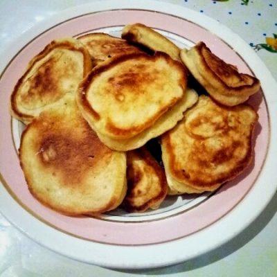 Оладушки с изюмом - рецепт с фото
