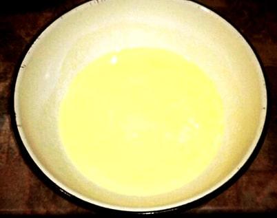 Фото рецепта - Оладушки с изюмом - шаг 3