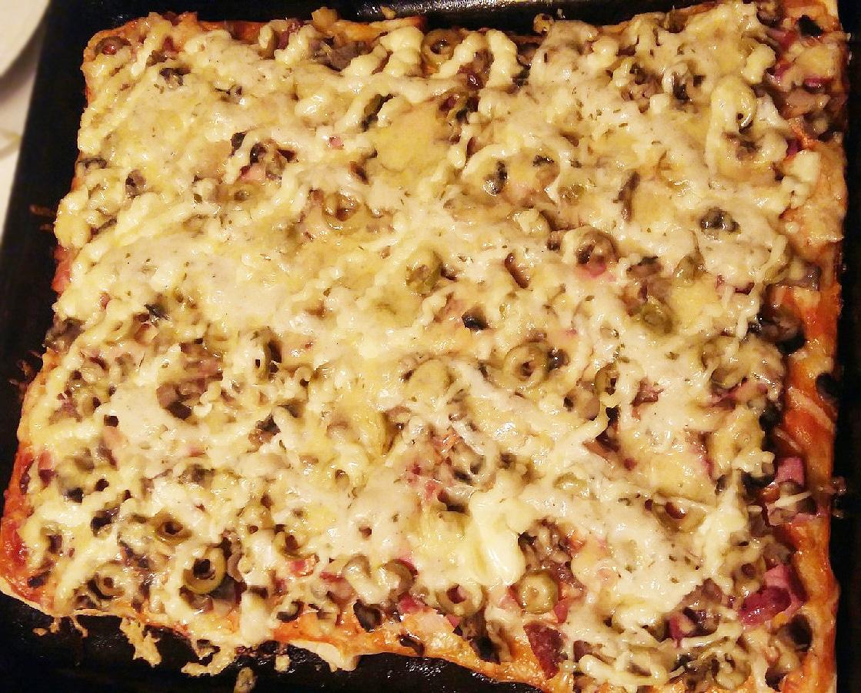 """Пицца """"Любимая"""" с колбаской и шампиньонами"""