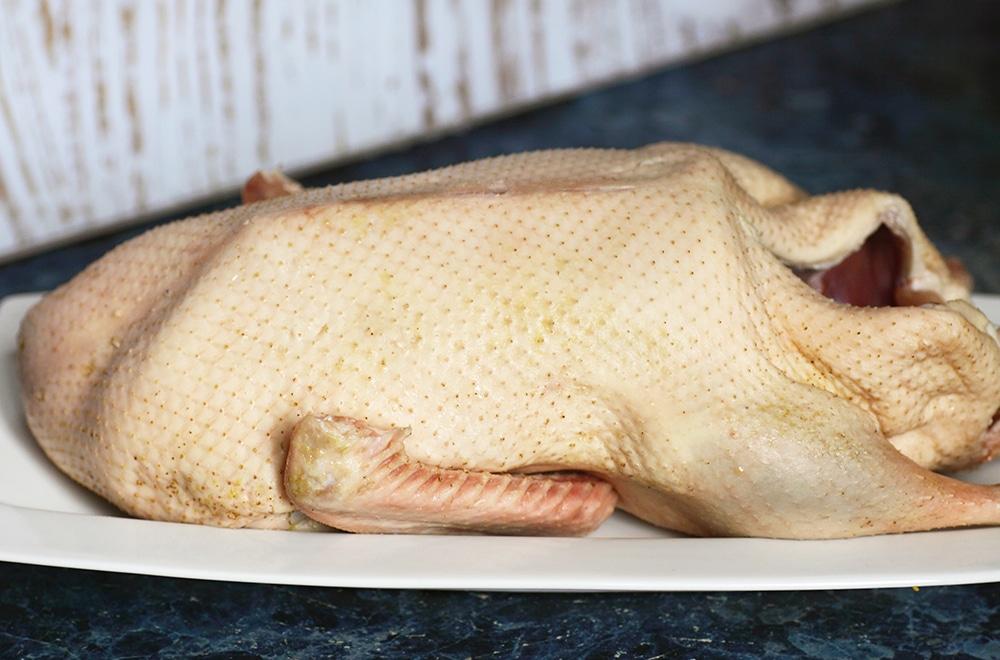 Фото рецепта - Утка (гусь) целая с айвой в имбирно-медовой глазури - шаг 1