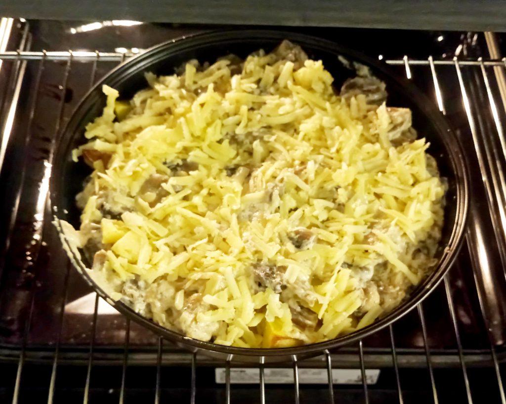 Фото рецепта - Картофельные дольки в грибном соусе (запеканка) - шаг 7