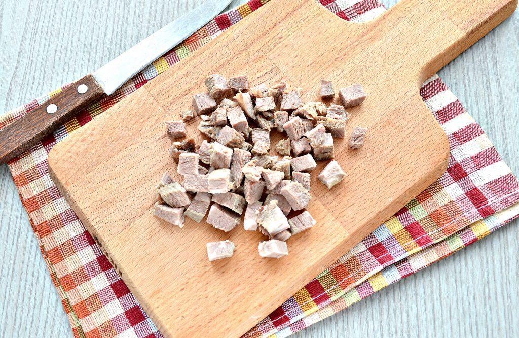 Фото рецепта - Мясной салат с картофелем и солеными огурцами - шаг 1