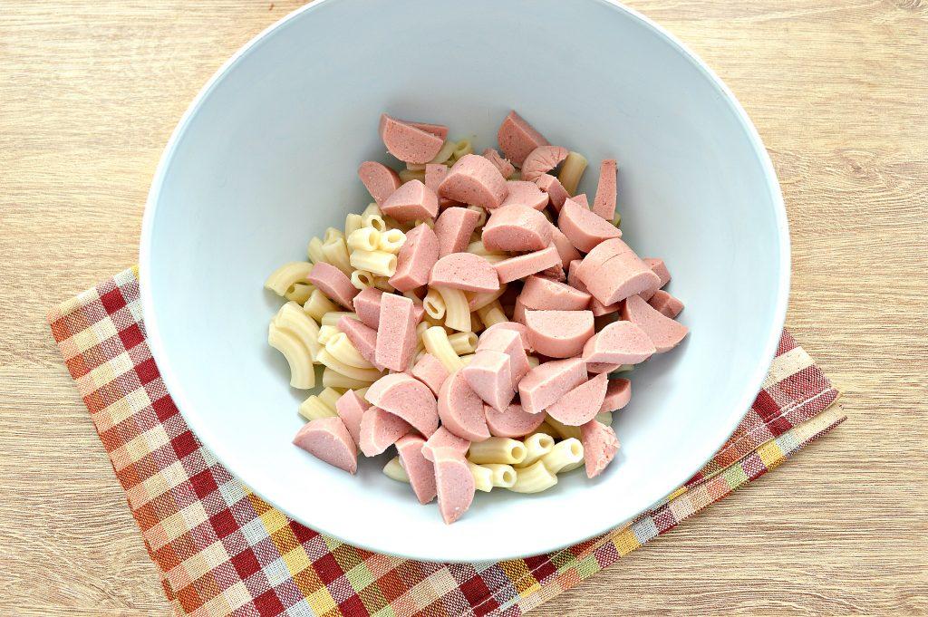 Фото рецепта - Запеканка из макарон с сосисками и сыром в духовке - шаг 1