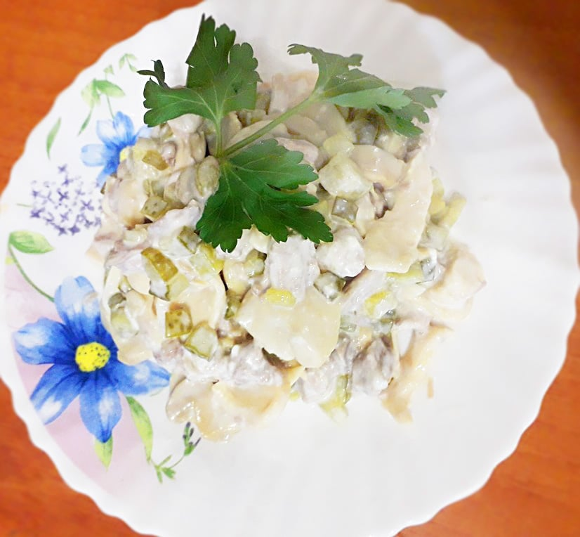 "Салат ""Три ингредиента"" – свинина, огурцы, грибы"