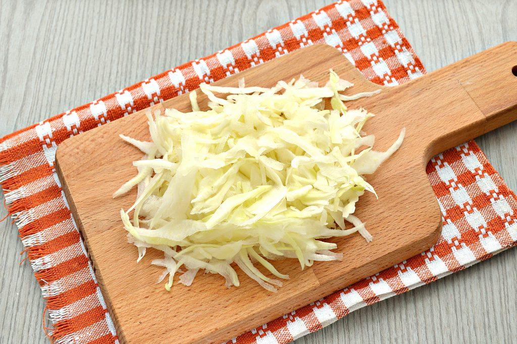 Фото рецепта - Постный капустный салат с крабовыми палочками и кукурузой - шаг 1