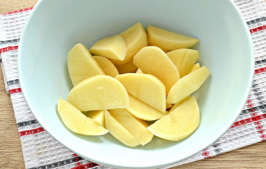 Фото рецепта - Постный картофель с луком в духовке - шаг 1
