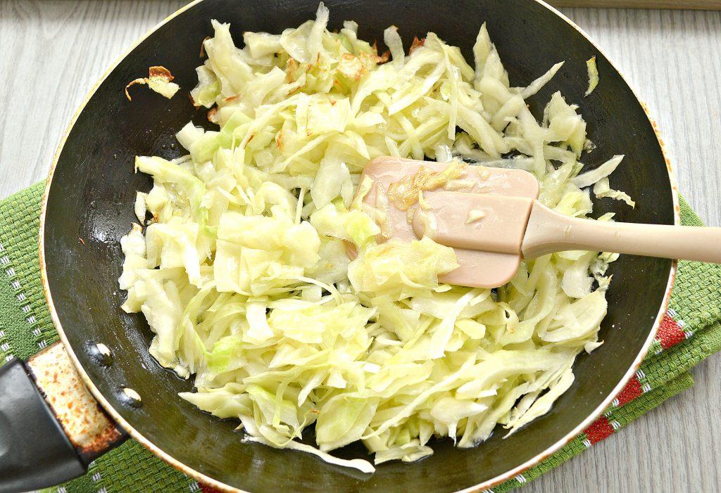 Фото рецепта - Жареные постные блинчики с капустной начинкой - шаг 1