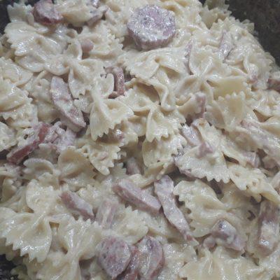 Фото рецепта - Паста с колбасными изделиями - шаг 7