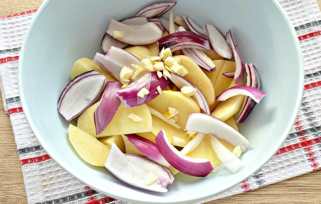Фото рецепта - Постный картофель с луком в духовке - шаг 2
