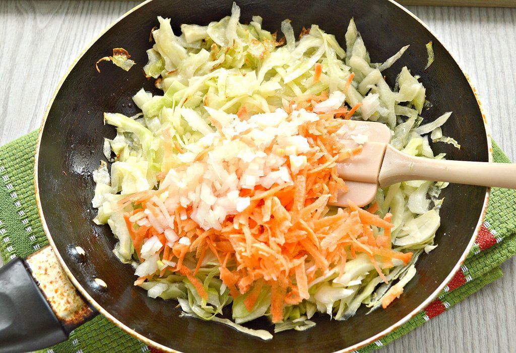 Фото рецепта - Жареные постные блинчики с капустной начинкой - шаг 2