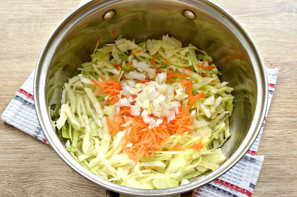 Фото рецепта - Капуста, тушенная с картофелем и горошком в пост - шаг 2