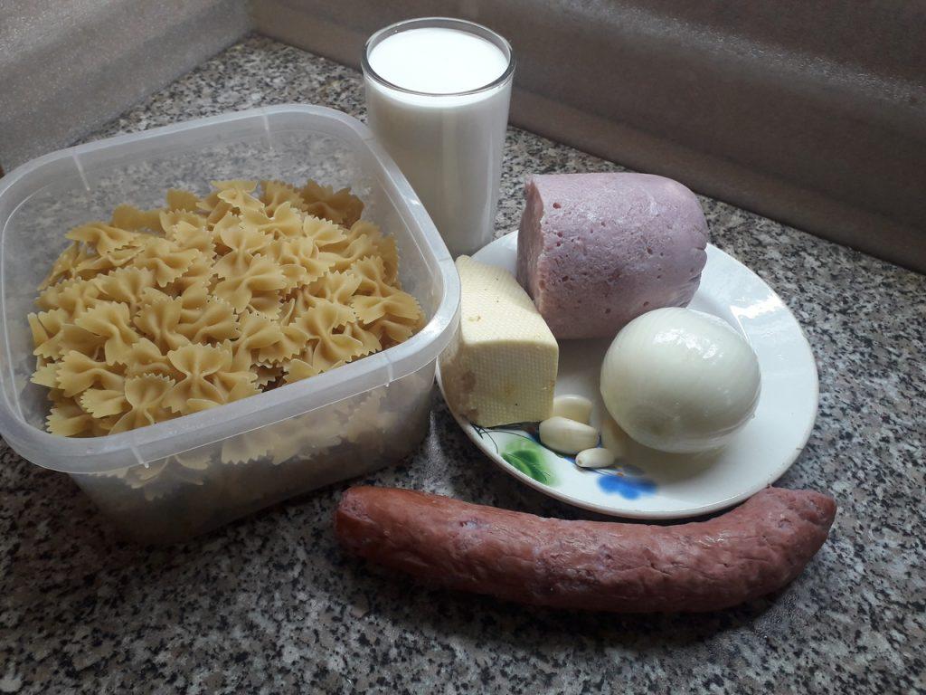 Фото рецепта - Паста с колбасными изделиями - шаг 1