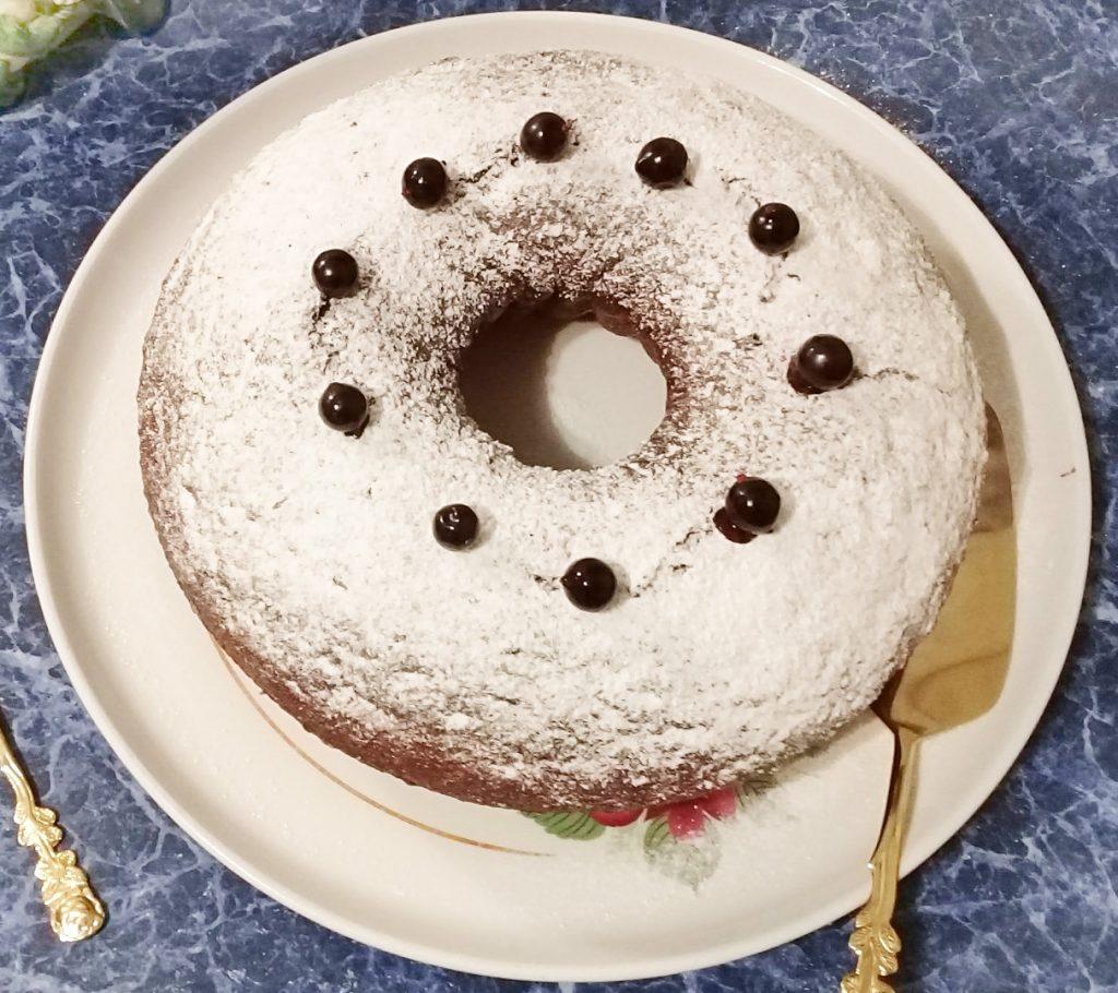 """Фото рецепта - Легкий пирог на кефире """"Смородинка"""" - шаг 5"""
