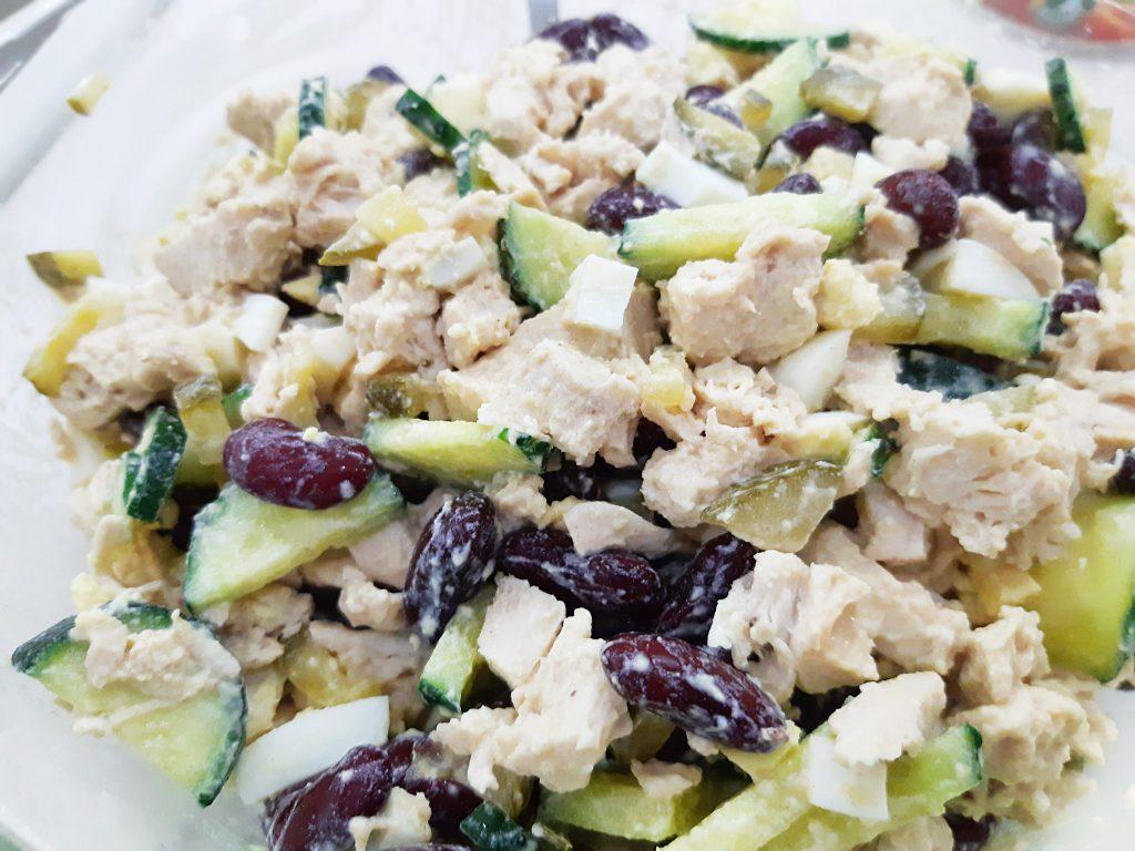 Фото рецепта - Белковый салат с фасолью и курицей - шаг 5