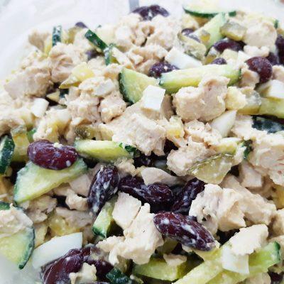 Белковый салат с фасолью и курицей - рецепт с фото
