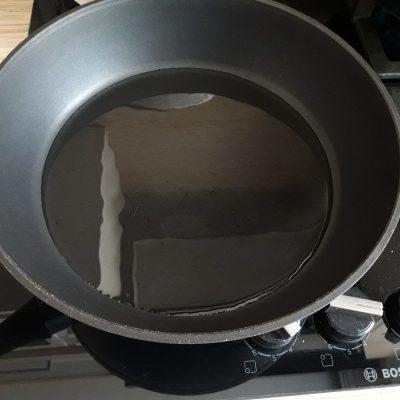 Фото рецепта - Салат из свиных ушек с фунчозой - шаг 4