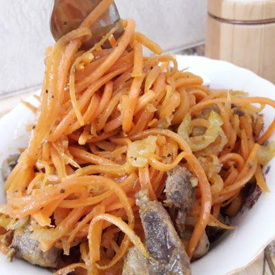 Фото рецепта - Томленая корейская морковь с луком и мясом (теплый салат) - шаг 10