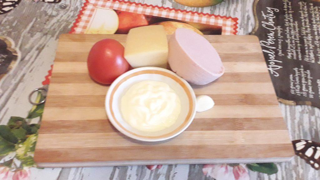 Фото рецепта - Фаршированные блинчики с колбаской и сыром - шаг 3
