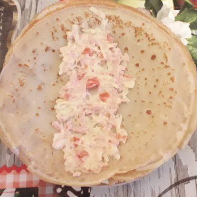 Фото рецепта - Фаршированные блинчики с колбаской и сыром - шаг 5