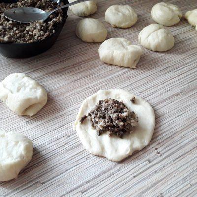 Фото рецепта - Тесто для дрожжевых пирогов (пирожки в духовке) - шаг 8