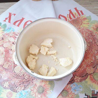 Фото рецепта - Торт Рыжик с заварным кремом - шаг 1