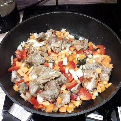 Фото рецепта - Жареный лагман с свининой - шаг 8