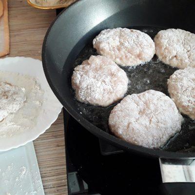 Фото рецепта - Куриные котлеты из куриной грудки - шаг 5