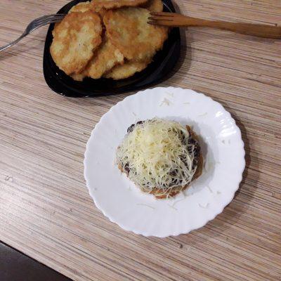 Фото рецепта - Стожки из картошки с фаршем и сыром - шаг 7