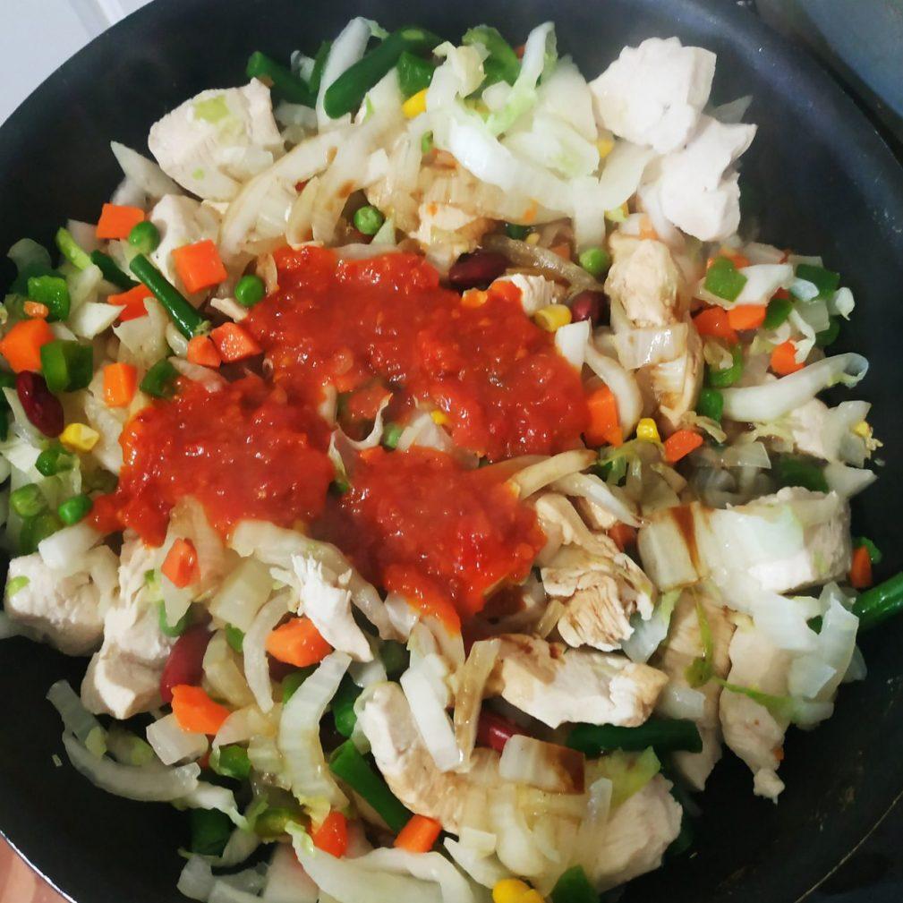 Фото рецепта - Быстрое рагу с овощами и курочкой - шаг 5