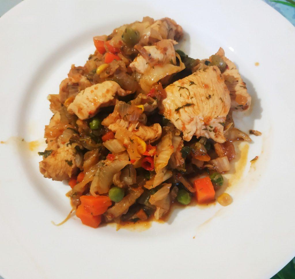 Фото рецепта - Быстрое рагу с овощами и курочкой - шаг 7