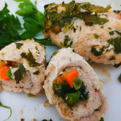 Куриное филе, фаршированное овощами (рулетики) - рецепт с фото