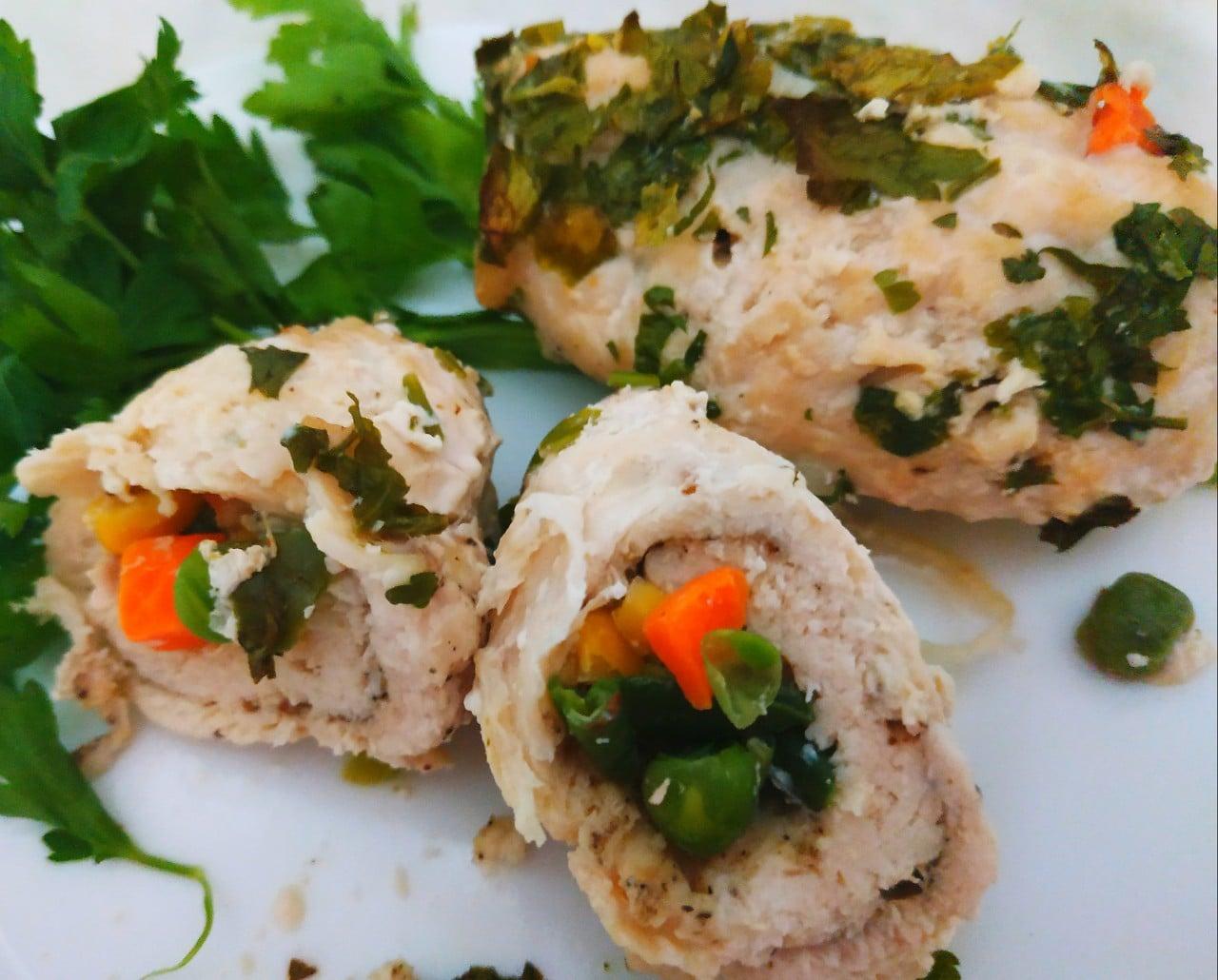 Куриное филе, фаршированное овощами (рулетики)