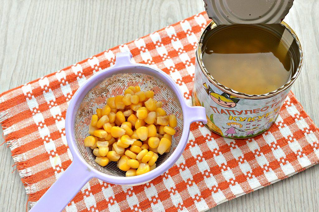 Фото рецепта - Постный капустный салат с крабовыми палочками и кукурузой - шаг 4