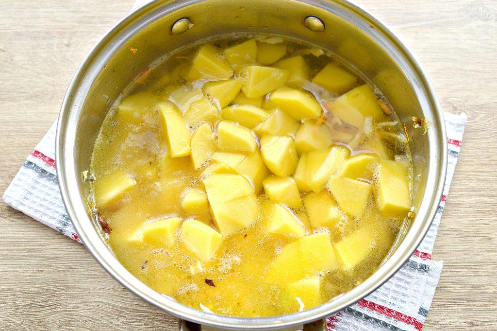 Фото рецепта - Капуста, тушенная с картофелем и горошком в пост - шаг 4