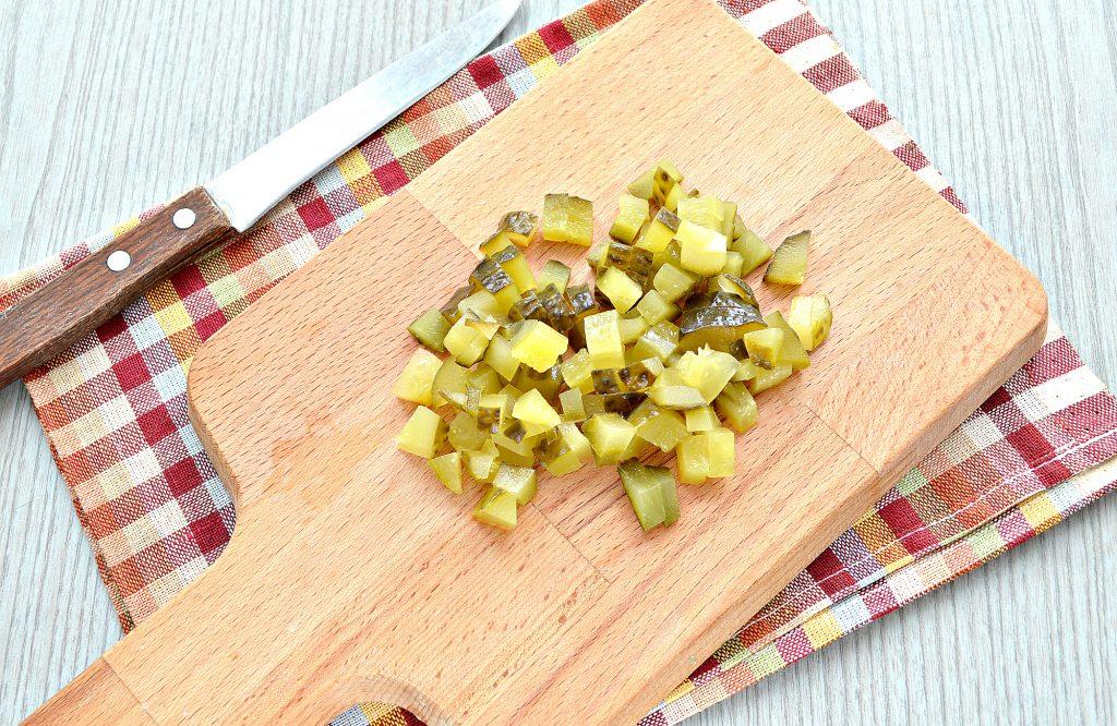 Фото рецепта - Мясной салат с картофелем и солеными огурцами - шаг 4