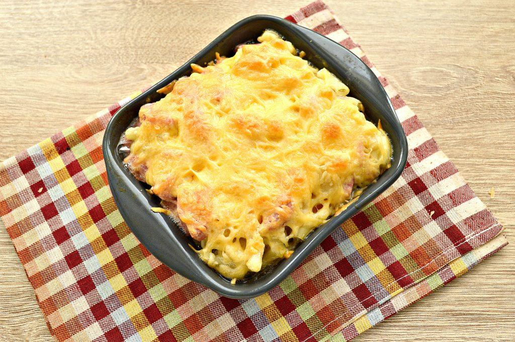 Фото рецепта - Запеканка из макарон с сосисками и сыром в духовке - шаг 5