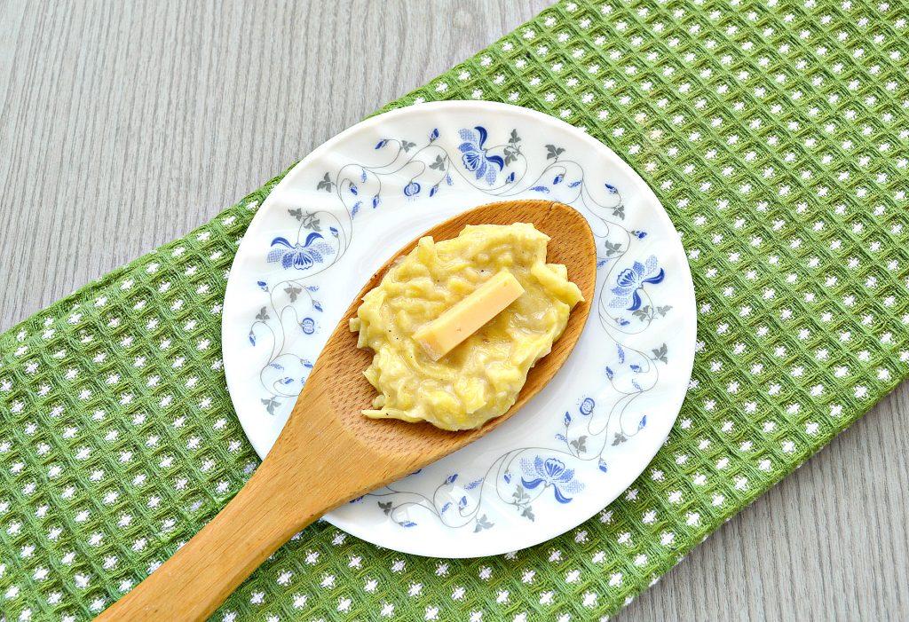 Фото рецепта - Картофельные котлеты с сырной начинкой (драники) - шаг 5
