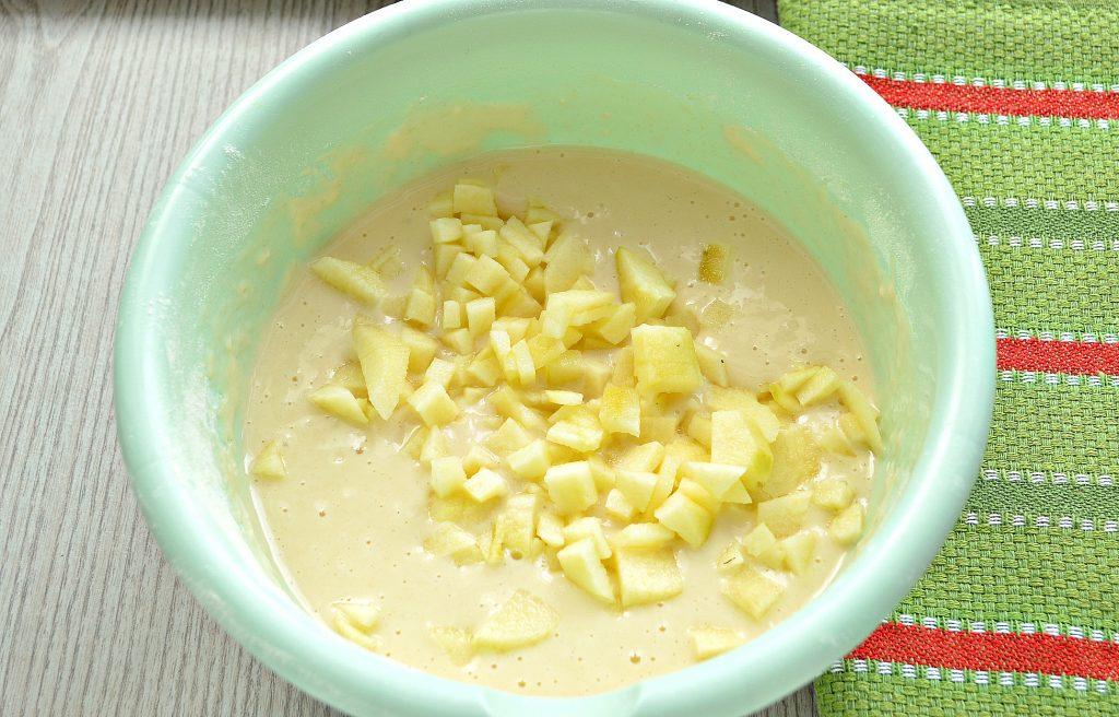 Фото рецепта - Оладьи с яблоками, на молоке - шаг 5