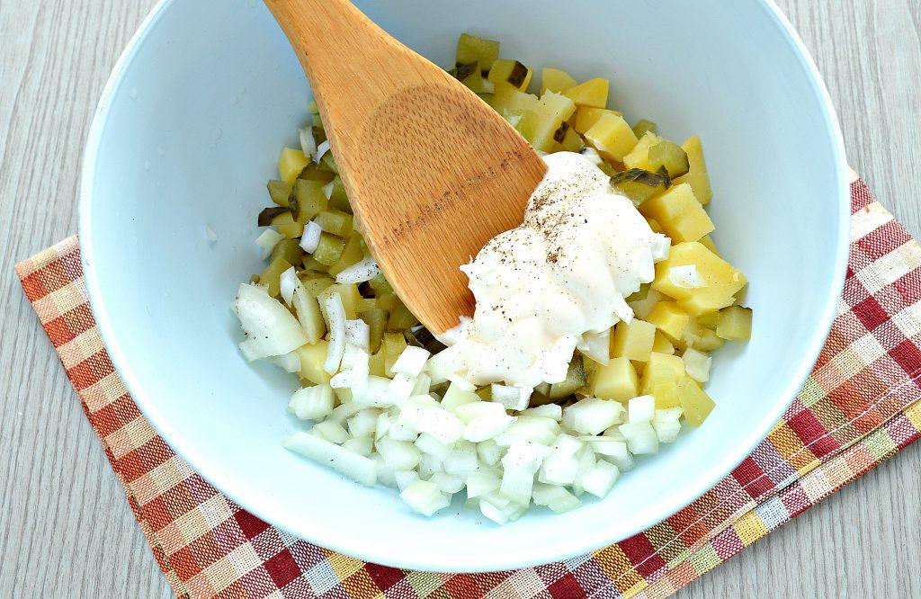Фото рецепта - Мясной салат с картофелем и солеными огурцами - шаг 5