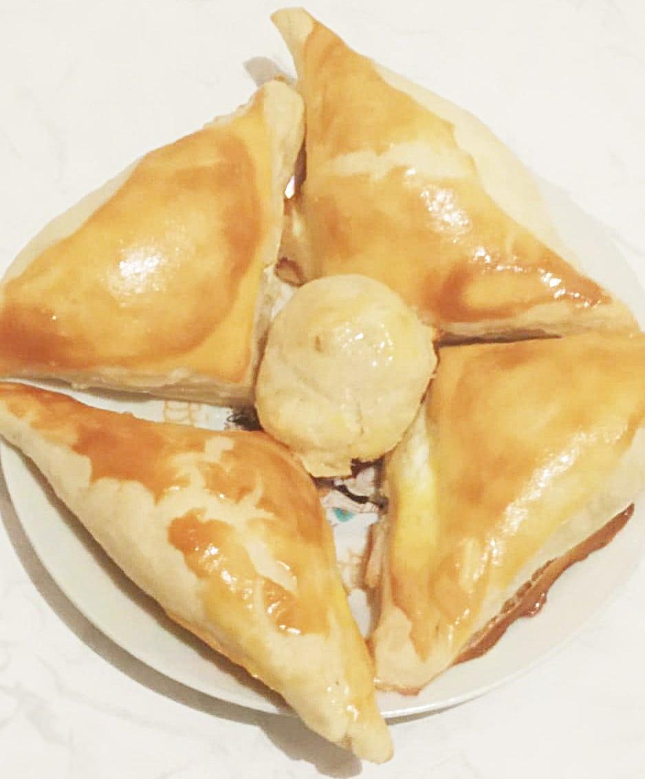 Хачапури  из слоенного теста с сыром