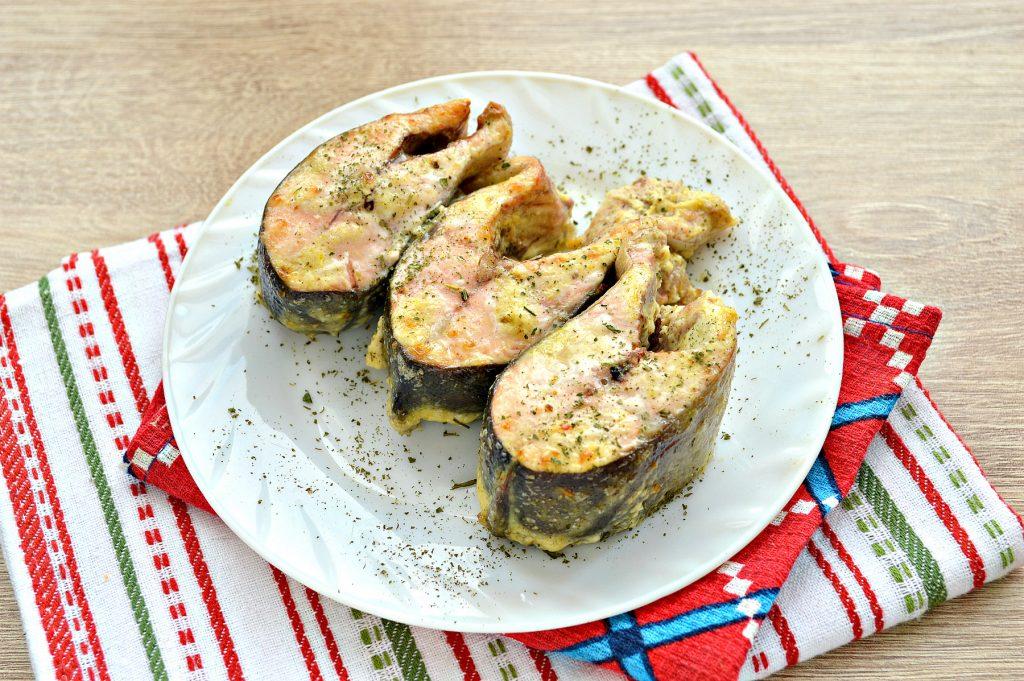 Фото рецепта - Горбуша, запеченная в духовке в майонезе - шаг 6