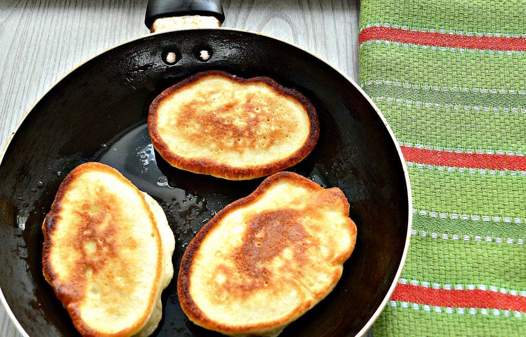 Фото рецепта - Оладьи с яблоками, на молоке - шаг 6
