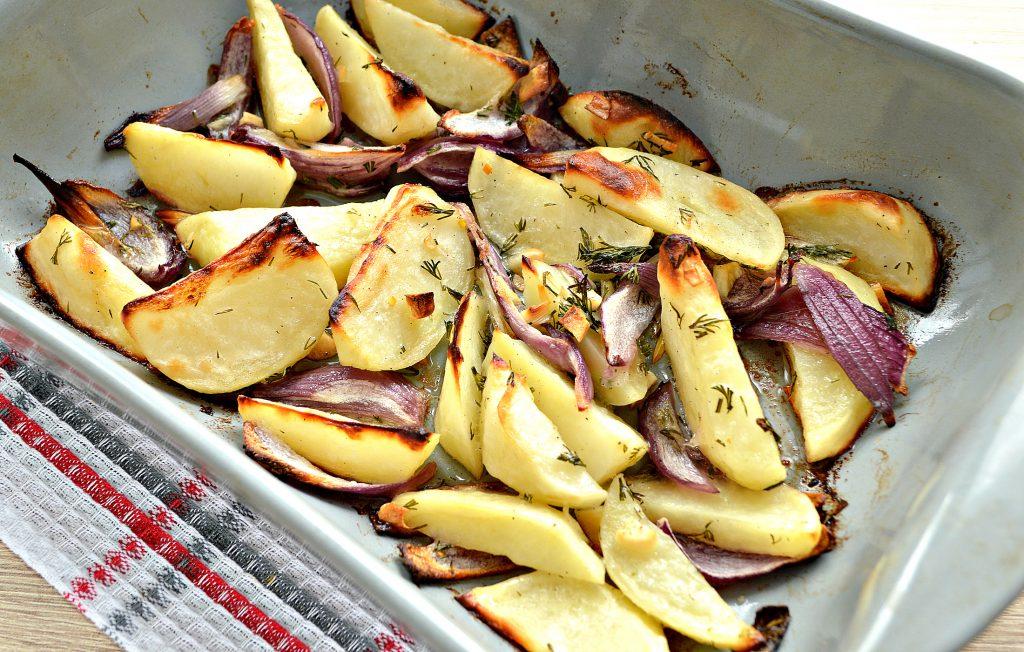 Фото рецепта - Постный картофель с луком в духовке - шаг 6