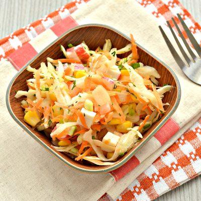 Постный капустный салат с крабовыми палочками и кукурузой - рецепт с фото
