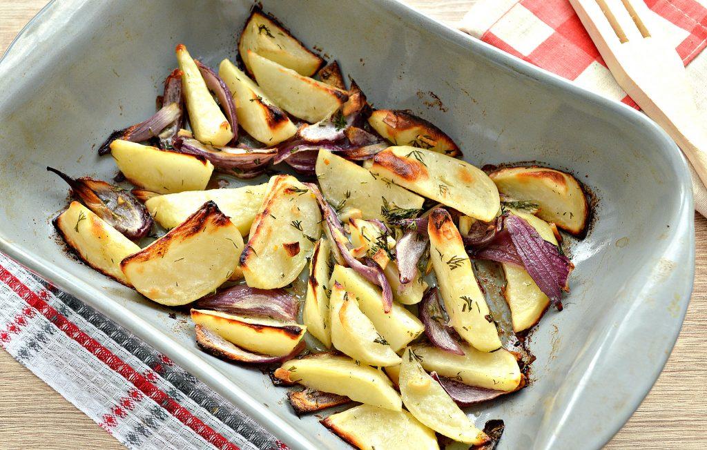 Фото рецепта - Постный картофель с луком в духовке - шаг 7