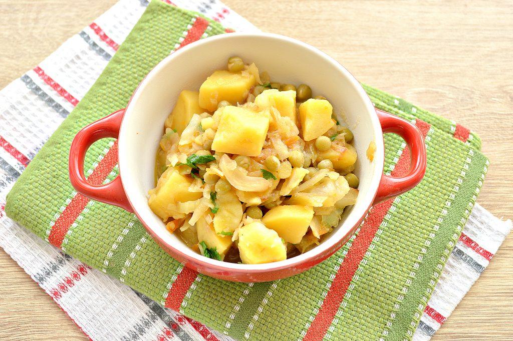 Фото рецепта - Капуста, тушенная с картофелем и горошком в пост - шаг 7